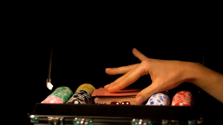 Are poker players superstitious
